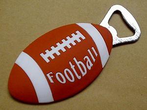 """Фирменная сувенирная открывалка для бутылок """"Американский футбол"""""""