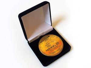 Медаль в честь 100-летнего юбилея цеха в подарочной упаковке