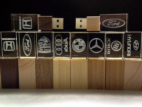 Стильные сувенирные деревянные usb-флешки со светящимся логотипом
