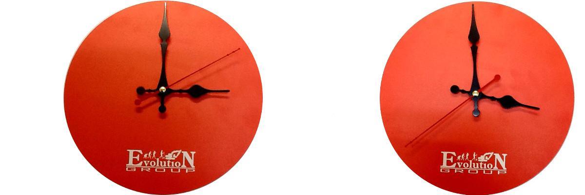 Фирменные часы для компании «Эволюшен».